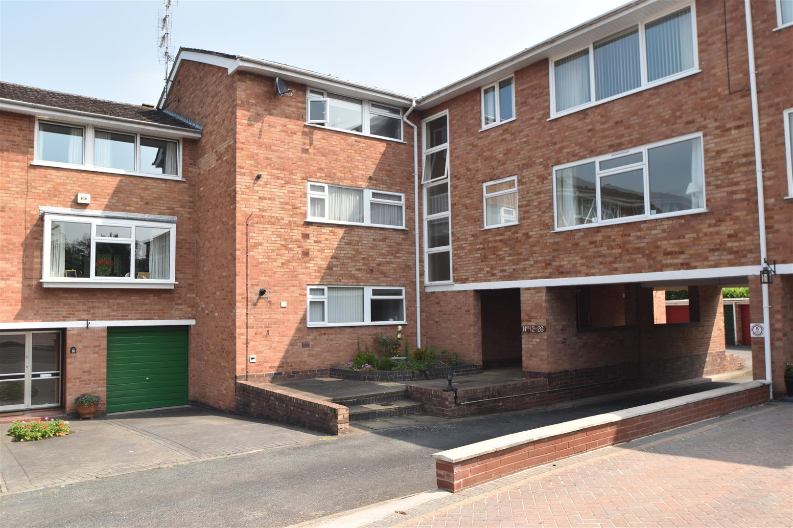 2 Bedrooms Flat for sale in Wedgberrow Close, Droitwich Spa